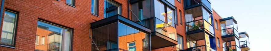 1. Ikkunakalvot - Aurinkosuojakalvo parvekelasissa