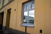 Peilikalvolla yksityisyyttä ja näkösuoja katutason kotiin, peilikalvot ulkopuoli
