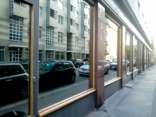 OTZSHOES toimitilojen ikkunakalvot: Auringonsuojakalvo, peilikalvo kotiin/toimistoon, lämpö- ja UV -suoja, sekä näköeste.