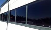 Miten viilentää toimisto? Kirkas auringonsuojakalvo liiketilassa suojaamassa kuumuudelta