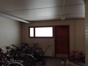 Huurrekalvo pyöräkellariin.