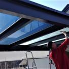 Auringonsuojakalvo terassin kattoon suojaamaan auringon lämpösäteilyltä, peilikalvo., tummennuskalvo.