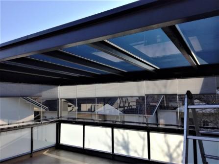 Miten viilentää terassia? Auringonsuojakalvo terassin kattoon suojaamaan auringon lämpösäteilyltä, peilikalvo.