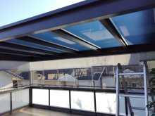 Auringonsuojakalvo terassin kattoon suojaamaan auringon lämpösäteilyltä, peilikalvo.